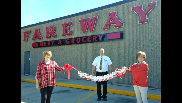 "Boone-based Fareway Stores Inc. recently announced a $200,000 donation to the Iowa Chamber of Commerce Executives. As members of the ICCE, the Jefferson Area Chamber of Commerce applied for and received a total of $3,000 in $50 gift cards: $2,000 last month and $1,000 last week. That was the maximum amount any chamber could receive. ""Local chambers have the pulse in each community and how best to serve its small business members during this time of need,"" Fareway CEO Reynolds W. Cramer said. ""We hope this r"