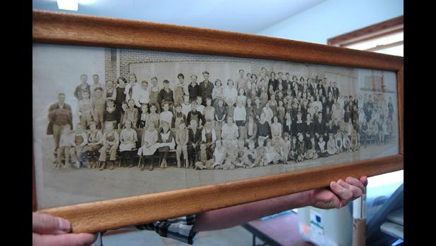 A photo taken in 1923 shows scores of children attending the Dana Consolidated School.