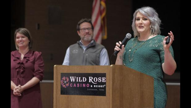Toni Wetrich talks Sept. 19 about RAGBRAI's July visit to Jefferson at the annual Greene County Development Corp. dinner at Wild Rose Casino. JEFF STORJOHANN | JEFFERSON HERALD