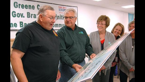 VFW Commander Don Ihnken (left) lays his eyes Friday on a surprise donation from Grow Greene County Gaming Corp. board members for $5,000 to use as needed. Grow Greene also made a donation of $5,000 to YSS (Youth and Shelter Services). ANDREW McGINN | JEFFERSON HERALD