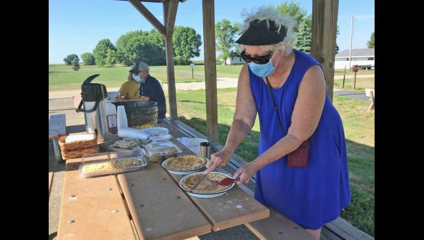 Chris Henning (right) graciously baked a couple of homemade cherry pies the night before a 40th anniversary celebration of RAGBRAI's stop in Cooper, just south of Jefferson.  BRANDON HURLEY | JEFFERSON HERALD